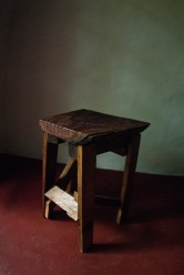 2014, Restholz und Schrauben, 50x25x18cm, Hocker