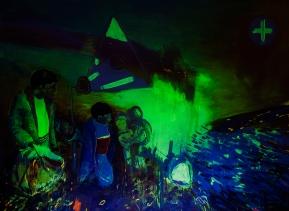 I Go., 2015, Öl, Phosphorfarbe auf Leinen, 210 x 150 cm, (Ultra Violet Series), Blacklight